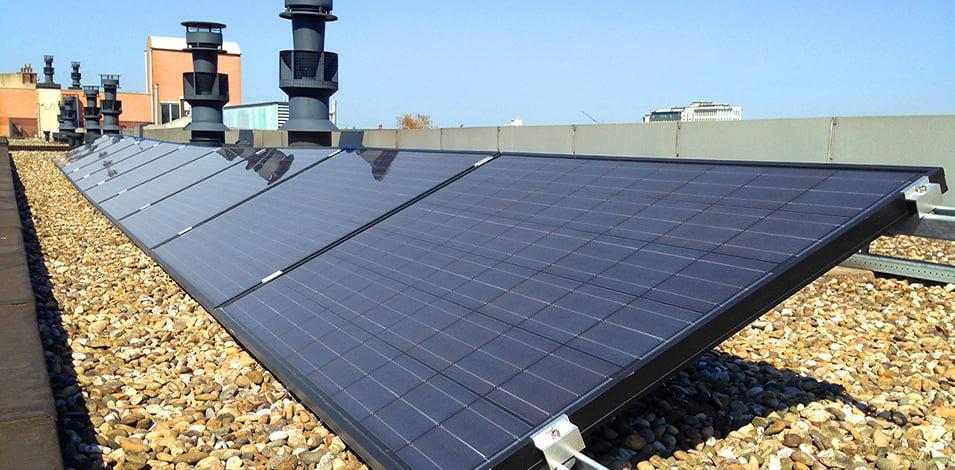 Zonnepanelen op plat dak