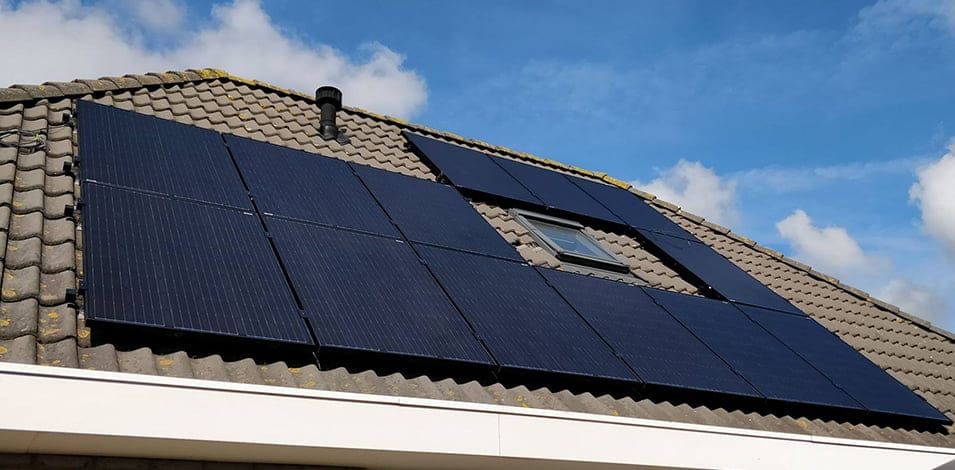 Zonnepanelen huren systeem op dak