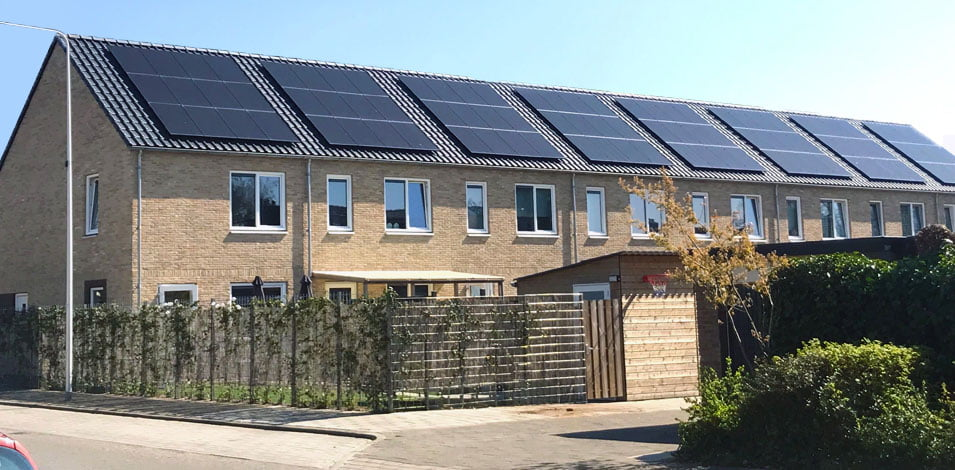 duurzame straat met zonnepanelen