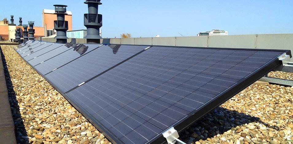 Plat dak met zonnepanelen huren